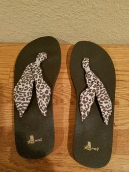 NEW  SANUK  sandals  FLIP FLOPS  Size 8