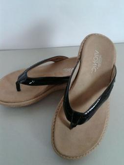 Women's Vionic Black Patent Leather Flip Flops / Sandals Siz