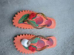 Women T-Strap Flat flip-flops for beach and summer use
